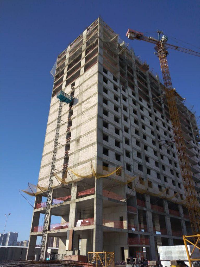 Гостиничный комплекс Apart-hotel строится с помощью строительного подъёмника от Вирамакс Казахстан