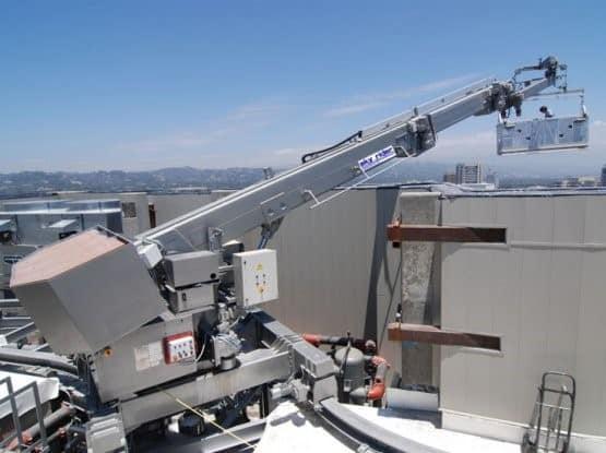 Как обслуживать фасады высотных зданий и какие системы оборудования выгодно для этого использовать